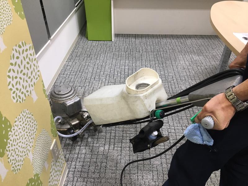 床清掃(ビニル床・カーペット)